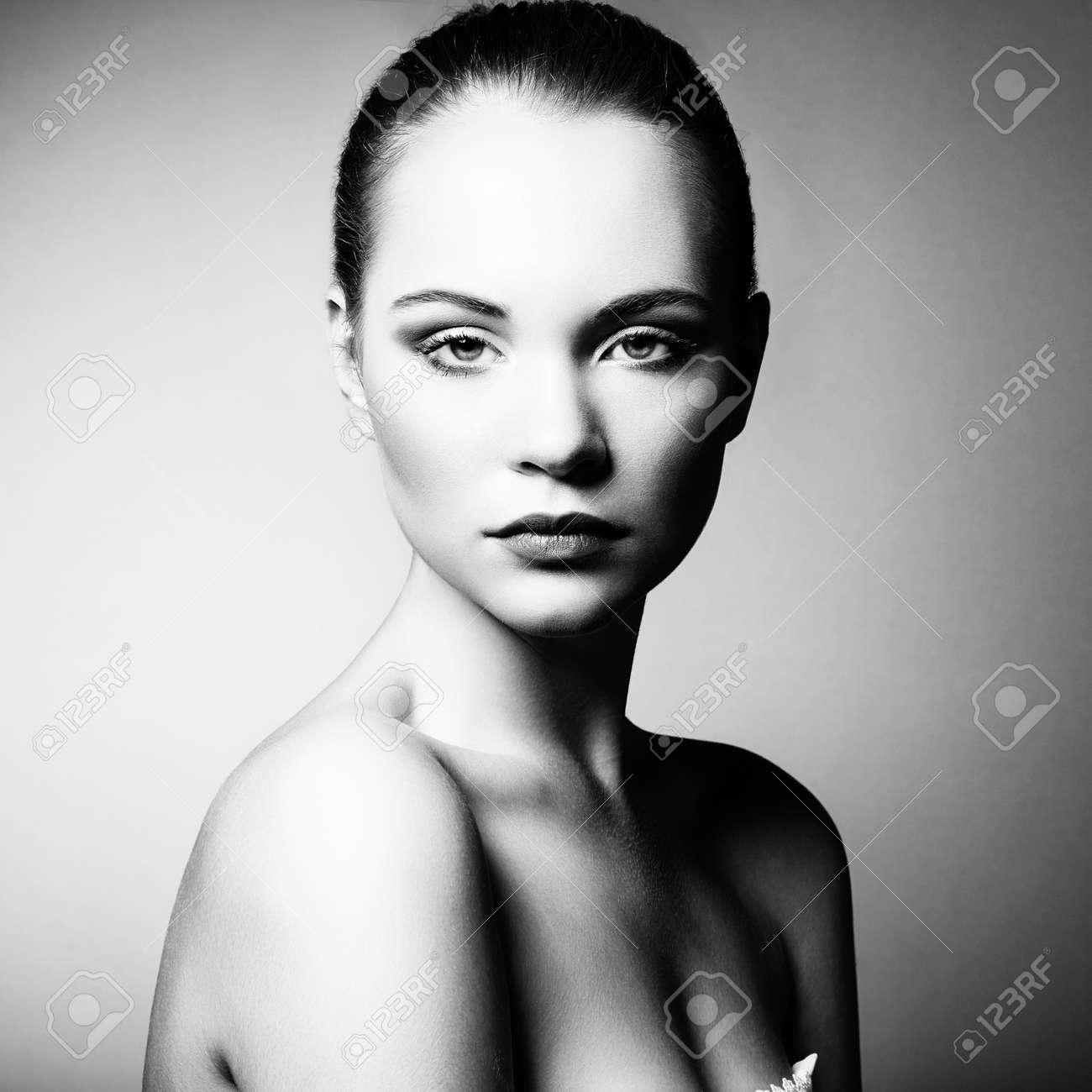 Beautiful young woman with bright make-up. Beauty fashion Stock Photo - 21574227