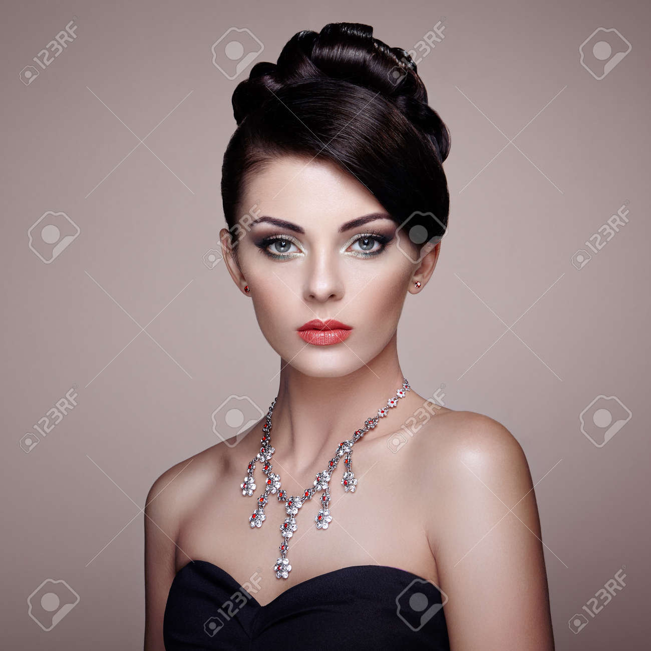 Fashion portrait of young beautiful woman with jewelry. Brunette girl. Perfect make-up. Beauty style woman with diamond accessories - 61792413