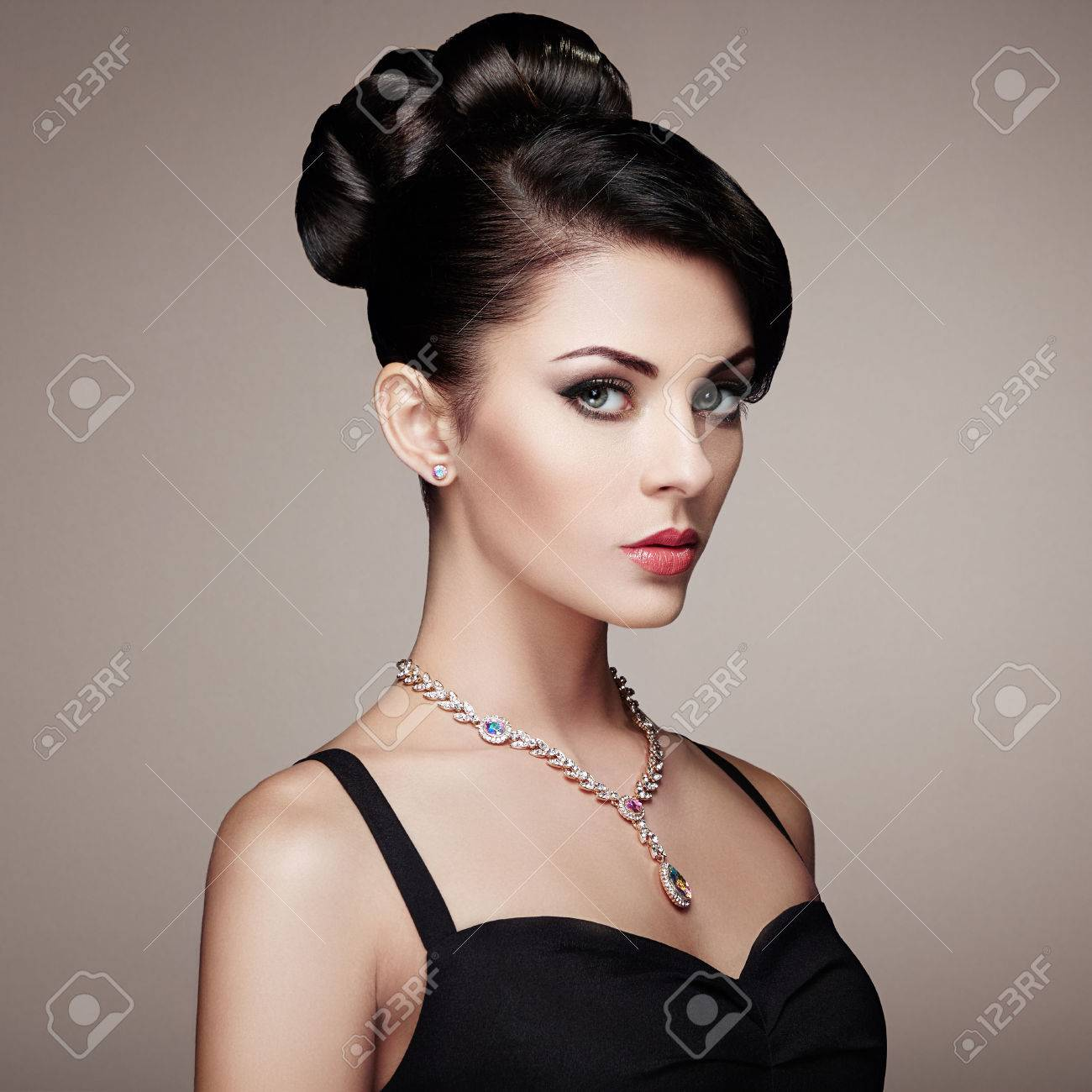 Fashion portrait of young beautiful woman with jewelry and elegant hairstyle. Brunette girl. Perfect make-up. Beauty style woman with diamond accessories - 62519857