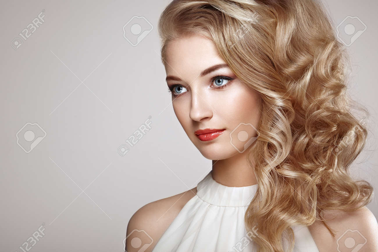 Fashion portrait of young beautiful woman with jewelry and elegant hairstyle. Blonde girl with long wavy hair. Perfect make-up. Beauty style woman with diamond accessories - 63881677