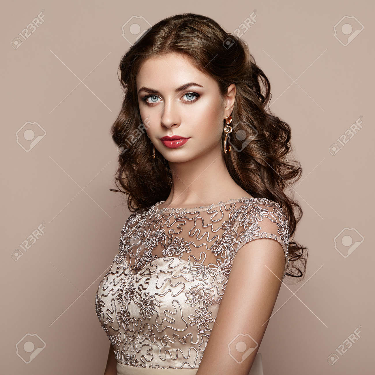 Fashion portrait of beautiful woman in elegant dress. Girl with elegant hairstyle and jewelry - 63881600
