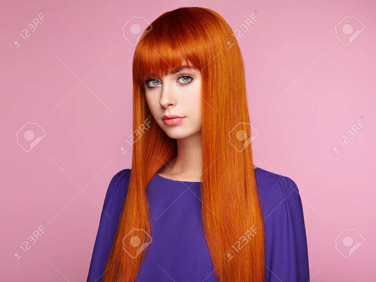 Portrait Der Schönen Frau Mit Roten Haaren Farbige Lange