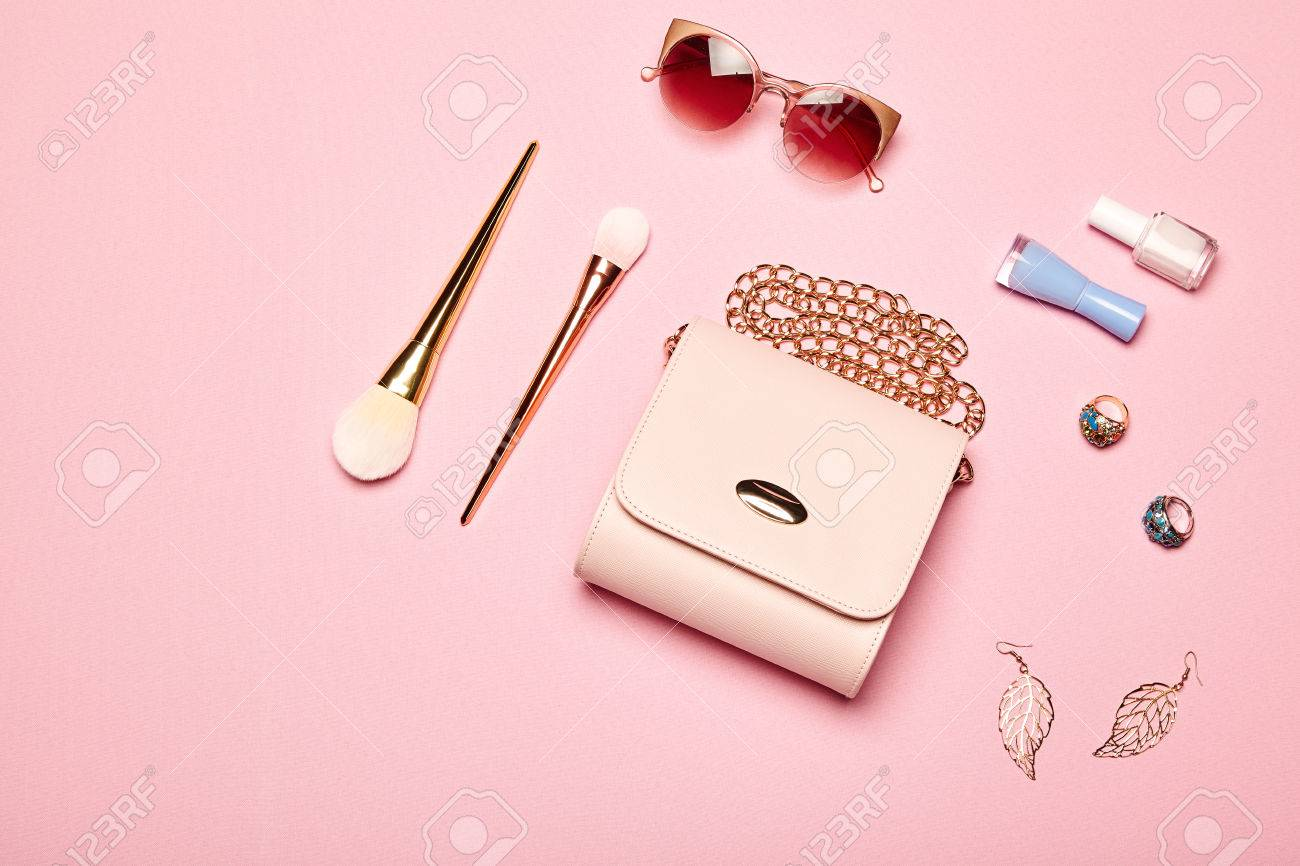 Fashion lady accessories set. Falt Lay. Stylish handbag. Make-Up brushes. Summer sunglasses. Jewelry and nail polish. Women accessories. Trendy fashion design - 75986993