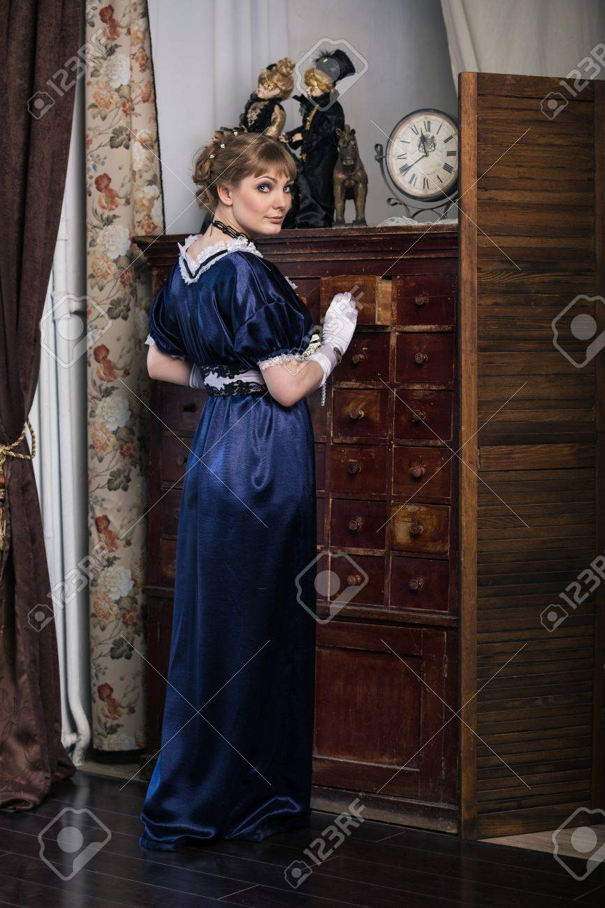 Elegant Woman Dressed In A Civil War Era Ball Gown Stock Photo ...