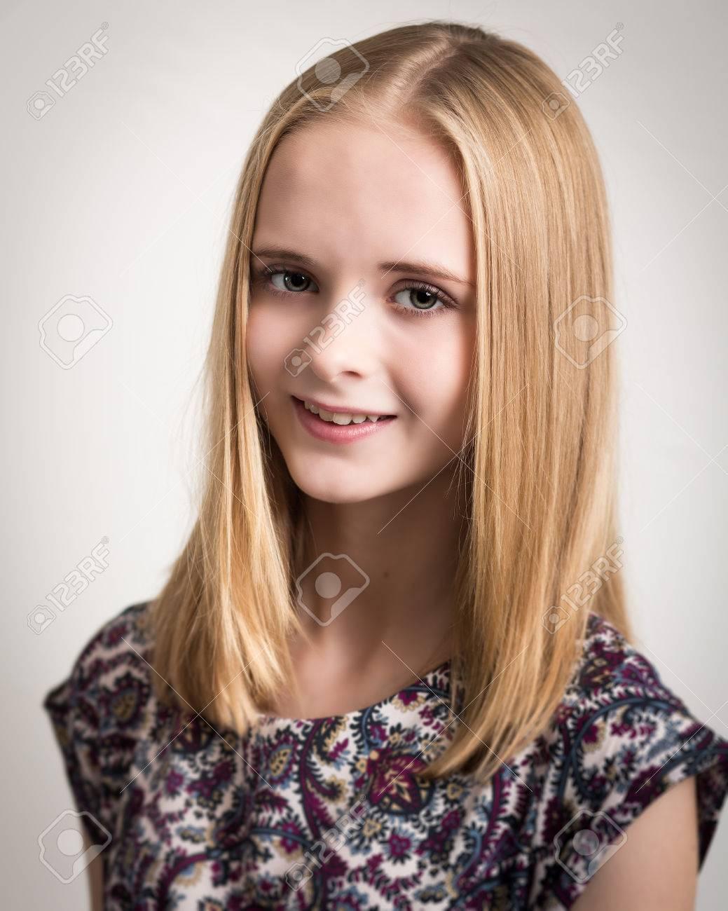 Porträt Einer Schönen Jungen Teenager Mädchen Mit Langen Blonden