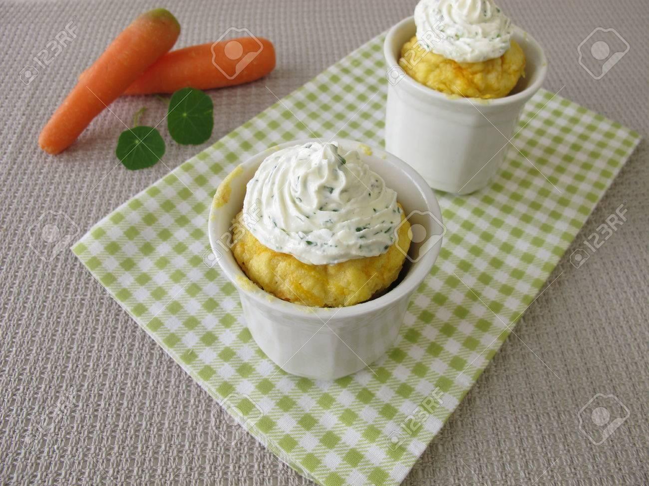 Karotten Tasse Kuchen Mit Sahne Kase Aus Mikrowellen Lizenzfreie