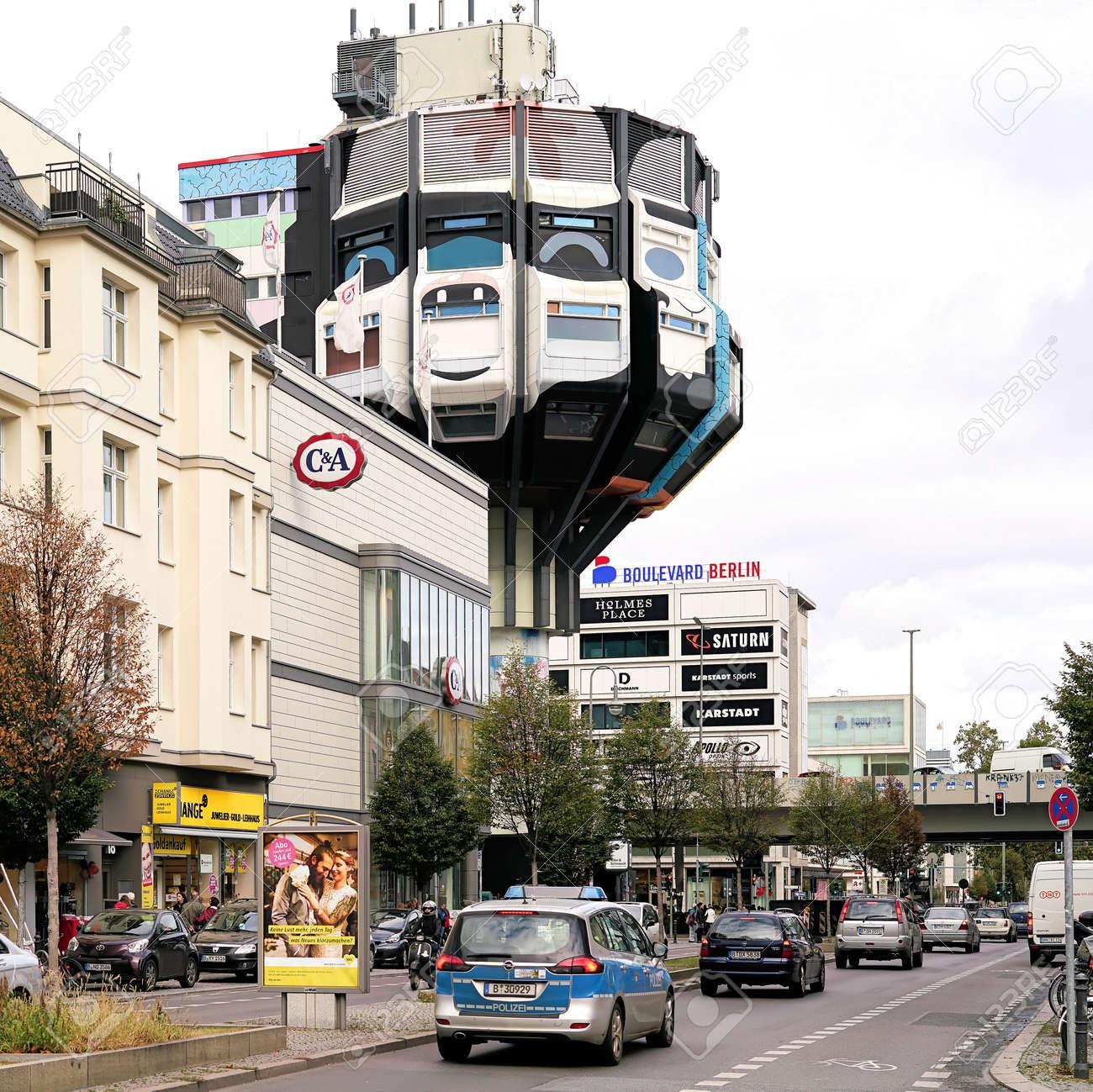 BERLIN, DEUTSCHLAND - 7. OKTOBER 2016: Die Schlossstraße Und Das ...