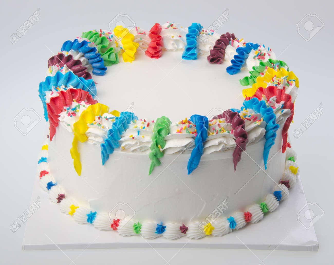 Kuchen Eis Kuchen Auf Weissem Hintergrund Lizenzfreie Fotos Bilder