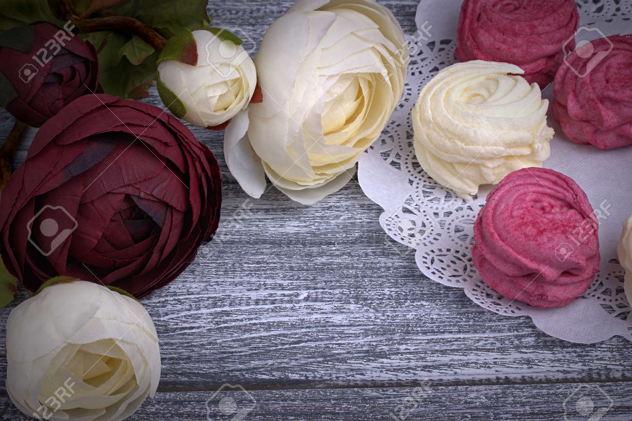 Red And White Buttercup Flowers Ranunculus White And Pink Zephyr