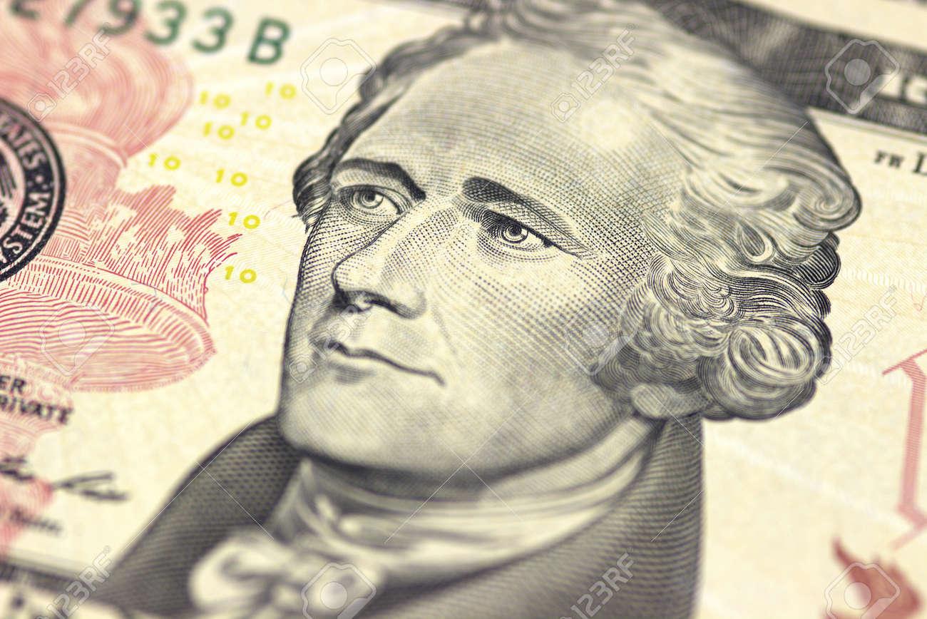 アレクサンダー ・ ハミルトンに私たちに直面する 10 または 10 ドル ...