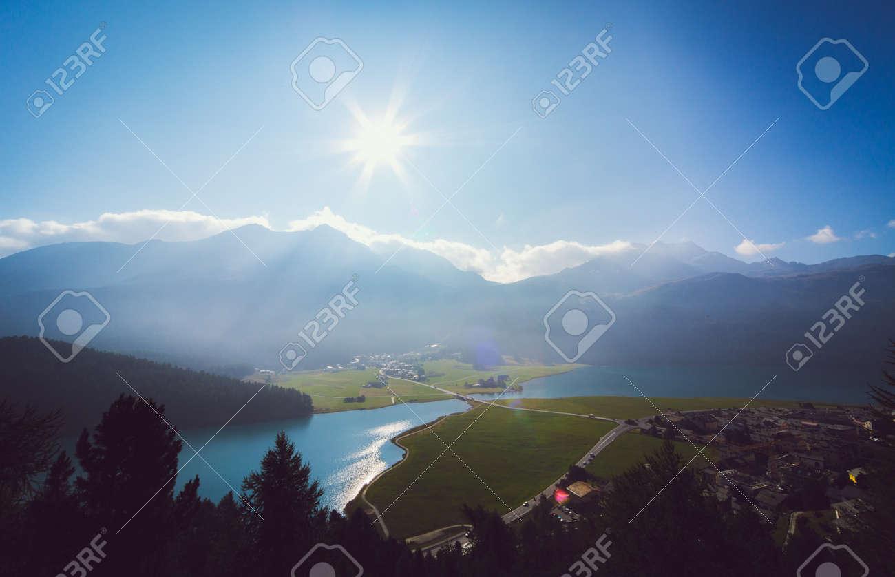 シルス湖とスイス グラウビュン...