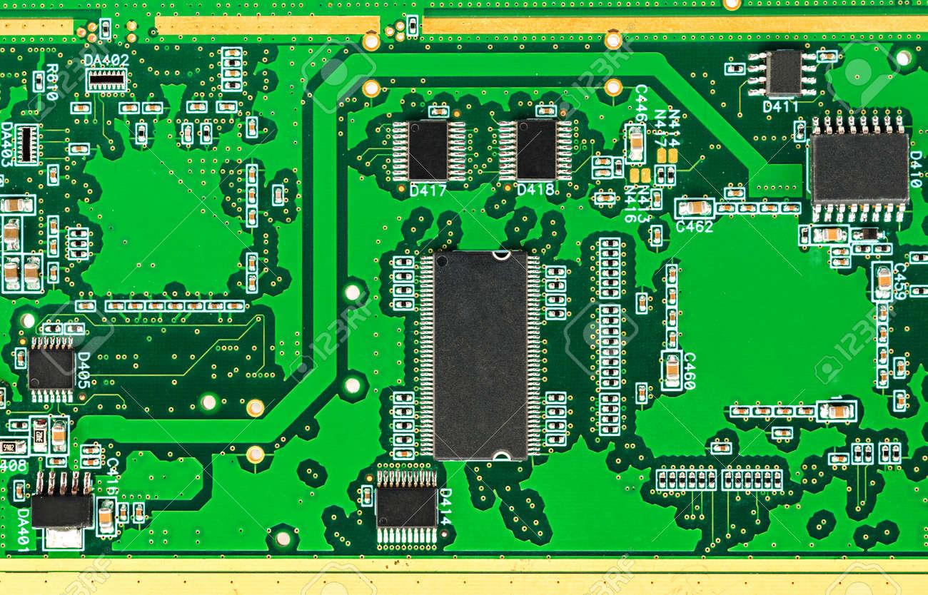 Circuito Impreso : Placa de circuito impreso pcb con componentes electrónicos de