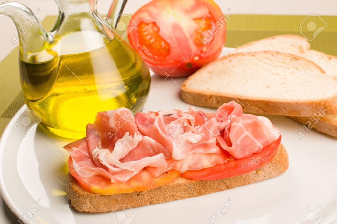 Hilo Chat para hablar de todo. - Página 40 14731247-una-rebanada-de-pan-con-aceite-de-oliva-tomate-y-jam%C3%B3n-un-cl%C3%A1sico-espa%C3%B1ol