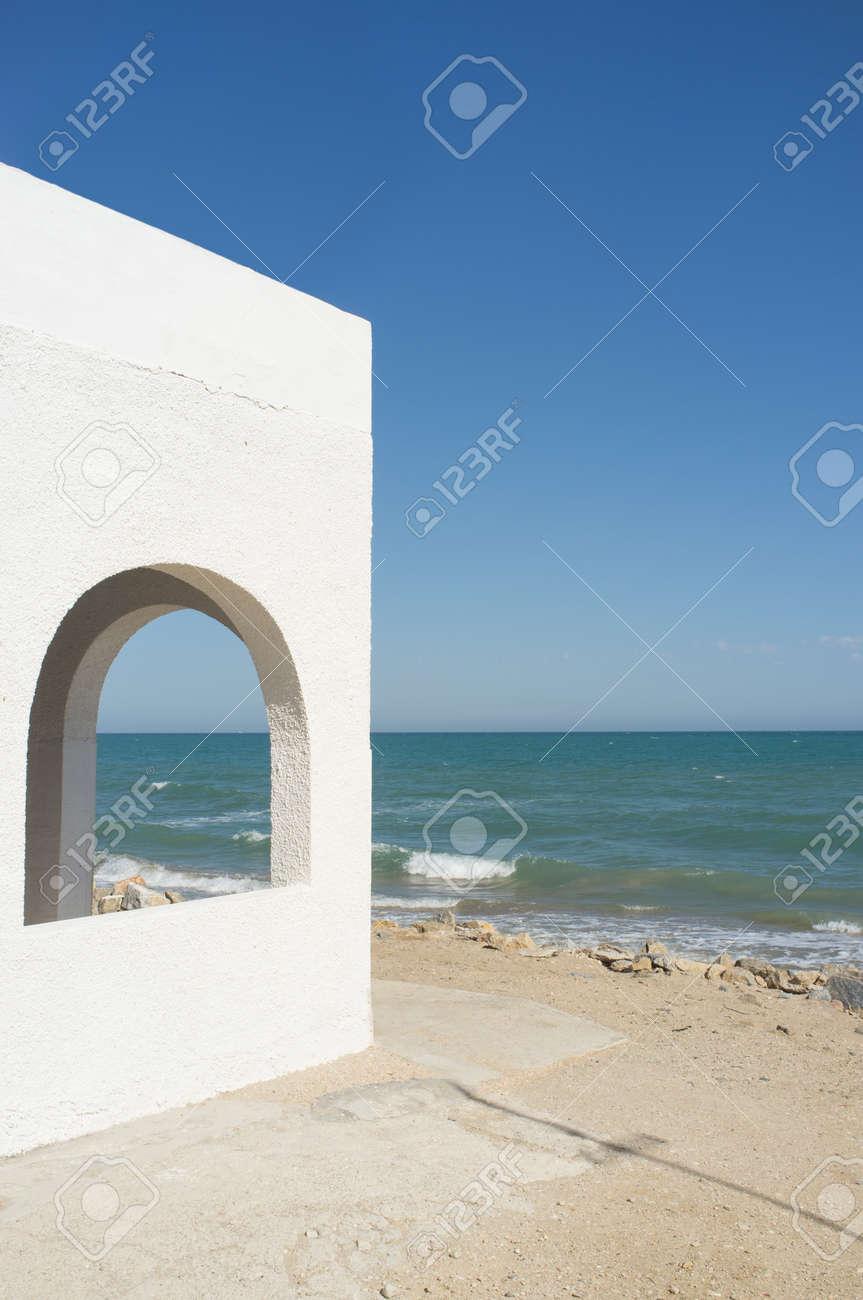 blanchies à la chaux maison en bord de mer, l'architecture