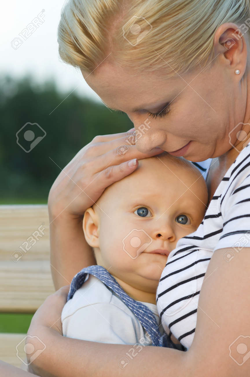 Mother and child spending time together in the park Stock Photo - 10179348