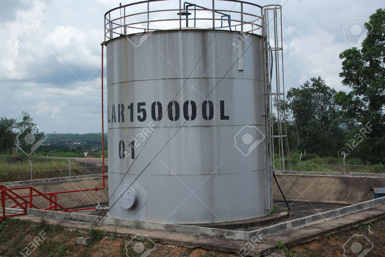 Large capacity white tanks for diesel fuel