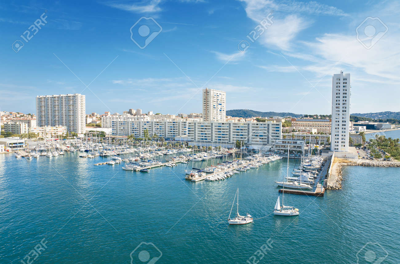 Scenic view of Toulon harbor, France. - 32012180