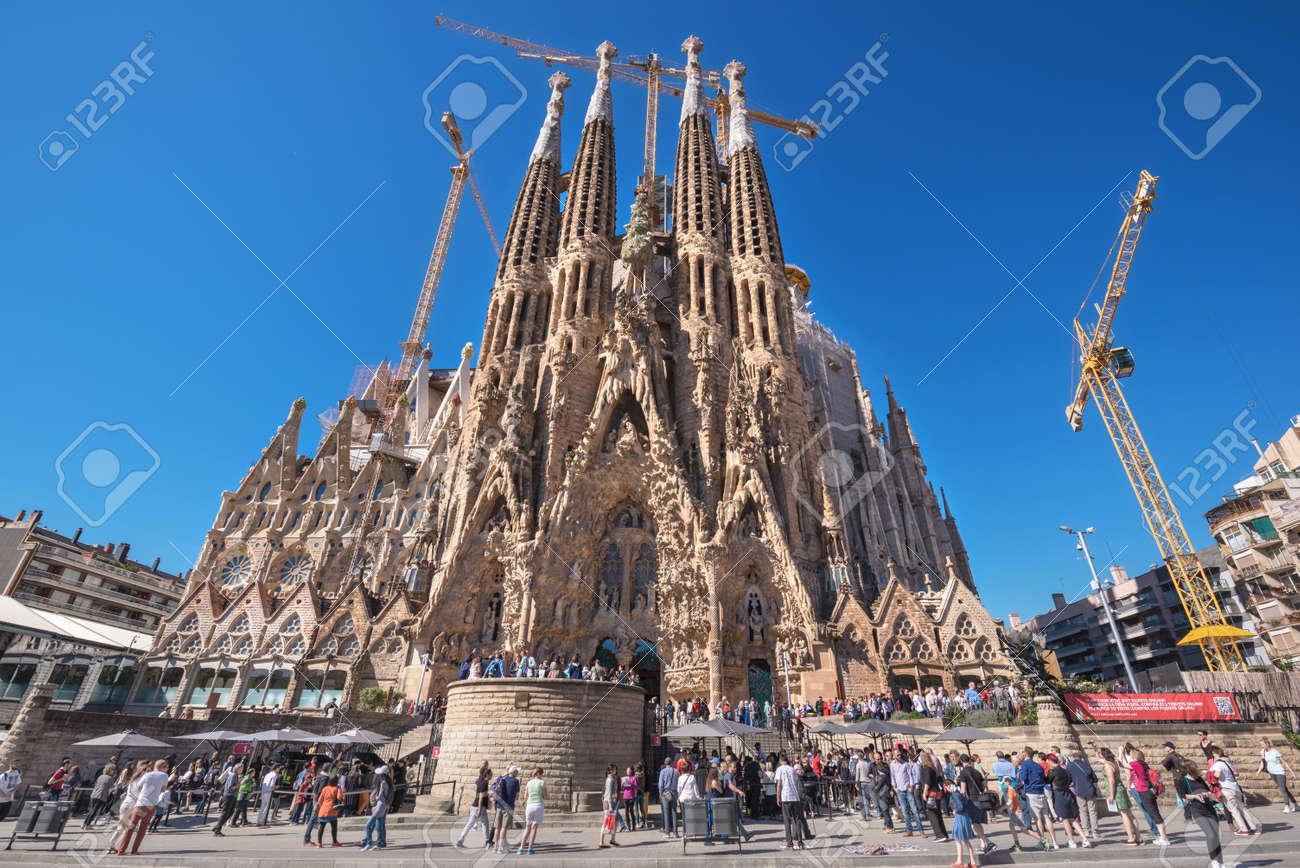 barcelona espaa de mayo visitar la catedral de turismo de la sagrada