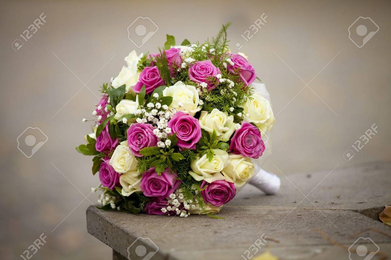 Die Schone Hochzeitsstrauss Der Braut Von Roses Mit Dem Design Der
