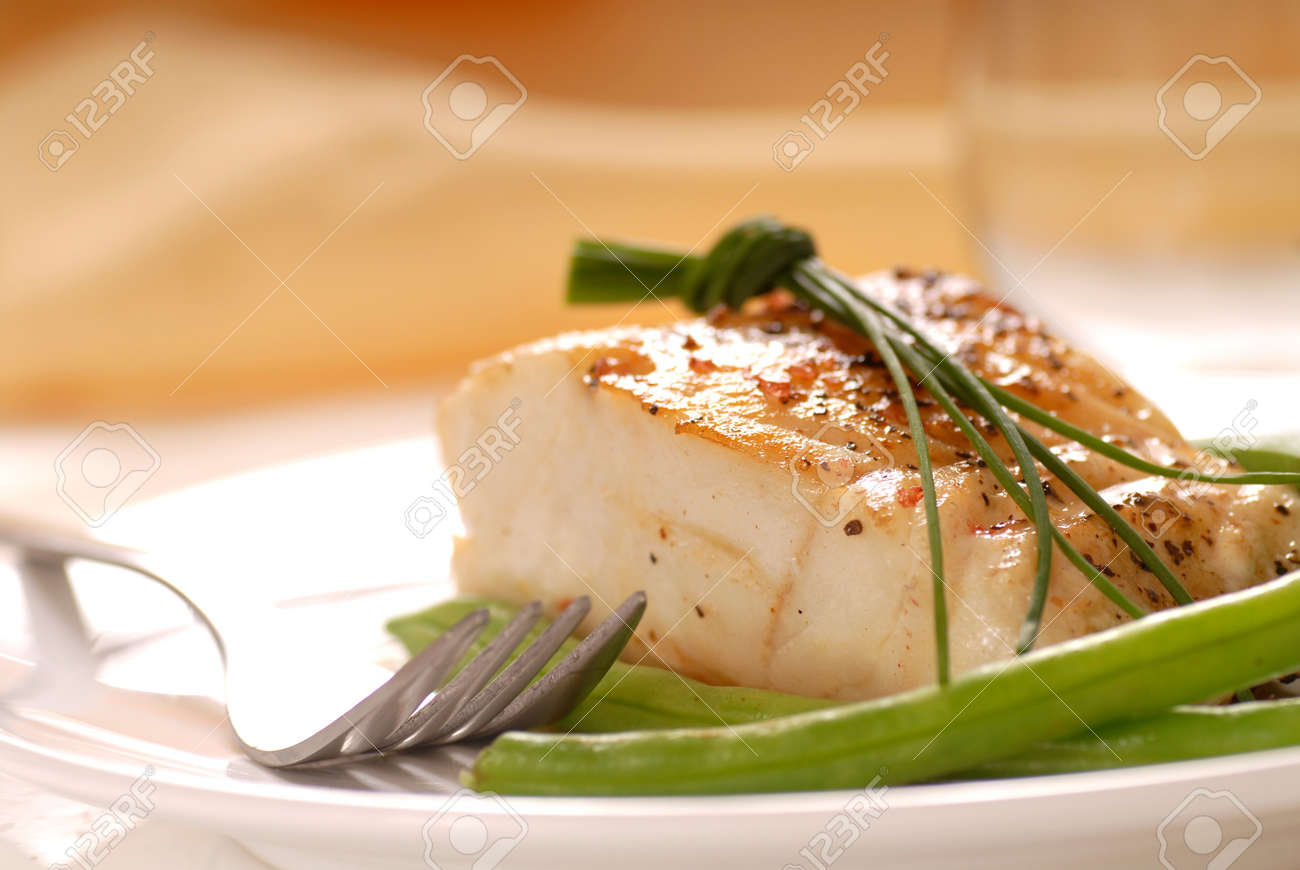 Fresh sauteed cod fillet with green beans and chives - 4067039