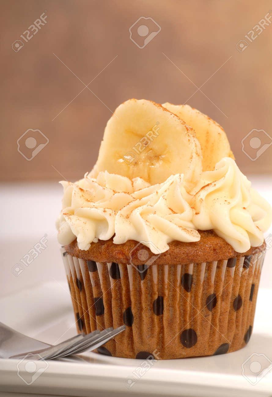 Leckere Kuchen Karottenkuchen Mit Frischkase Zuckerguss Bananen Und