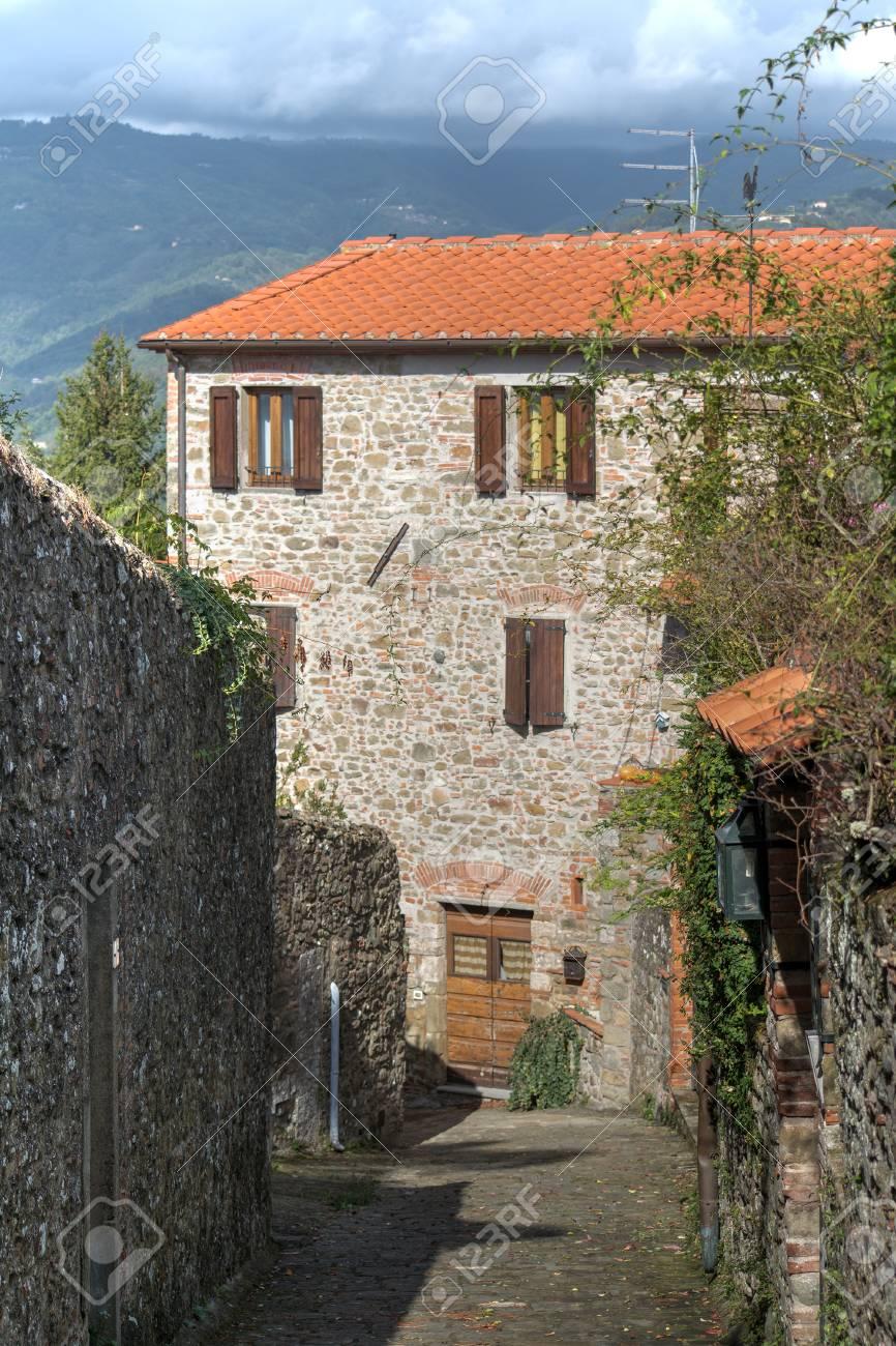 Rustikales Haus Auf Dem Hugel In Der Toskana Lizenzfreie Fotos