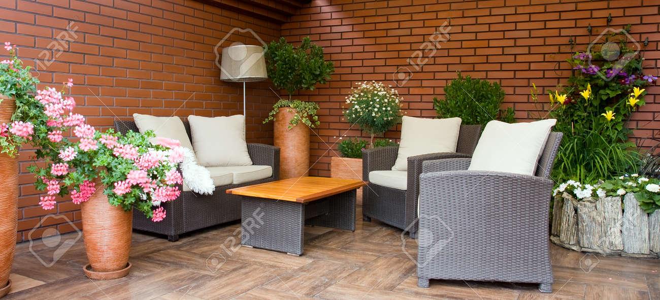 Muebles De Exterior De Diseño Moderno En La Terraza
