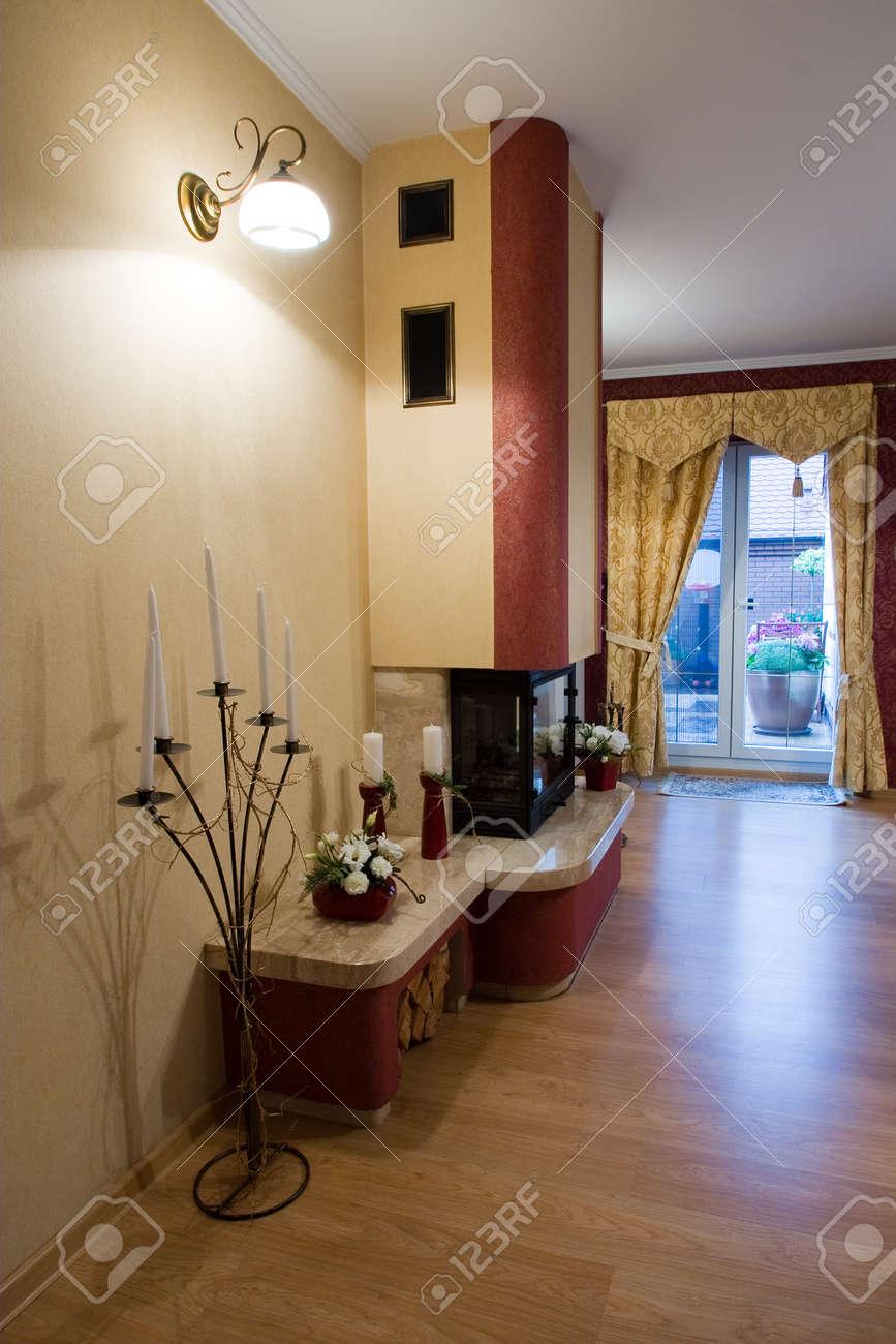 Vue verticale d\'intérieur moderne de la maison de luxe