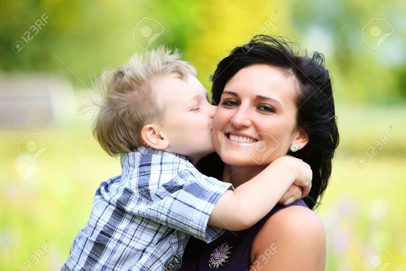 Син ебет свою родную мать, Сын трахнул свою родную мать смотреть онлайн на 8 фотография