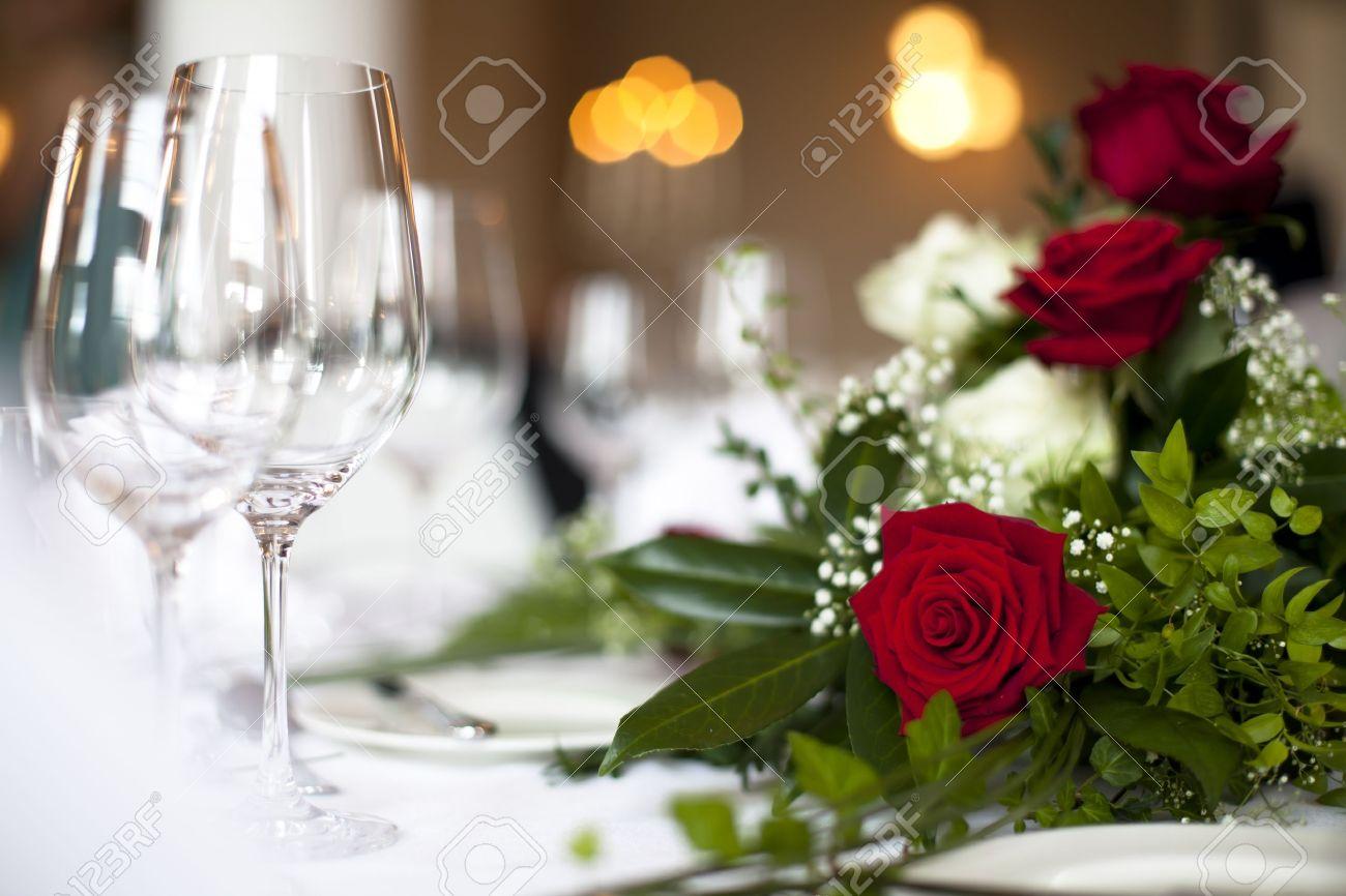 Hochzeit Tischdekoration Rose Foto Zeigt Eine Schone Rote Rose Fur