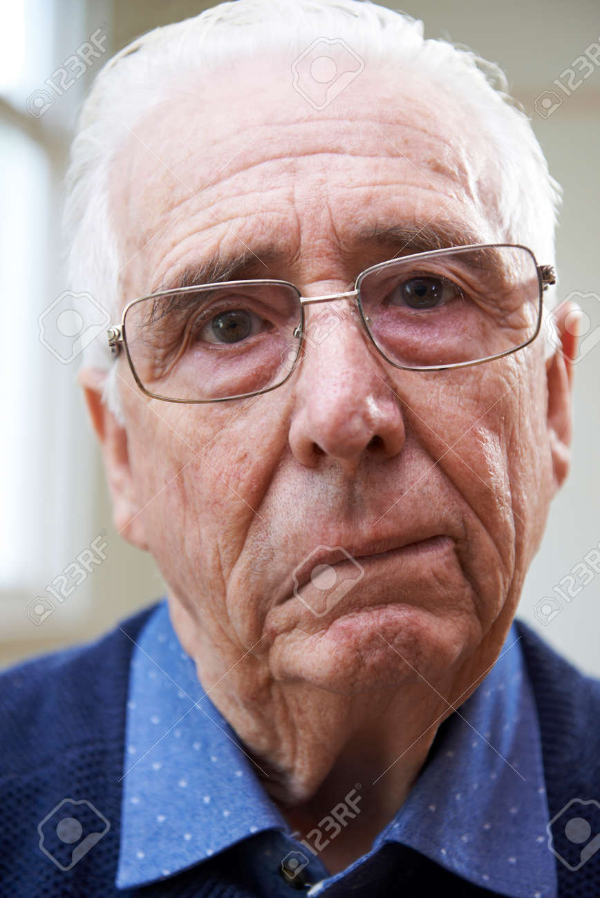 Portrait Of Senior Man Suffering From Stroke Banque d'images - 71570567