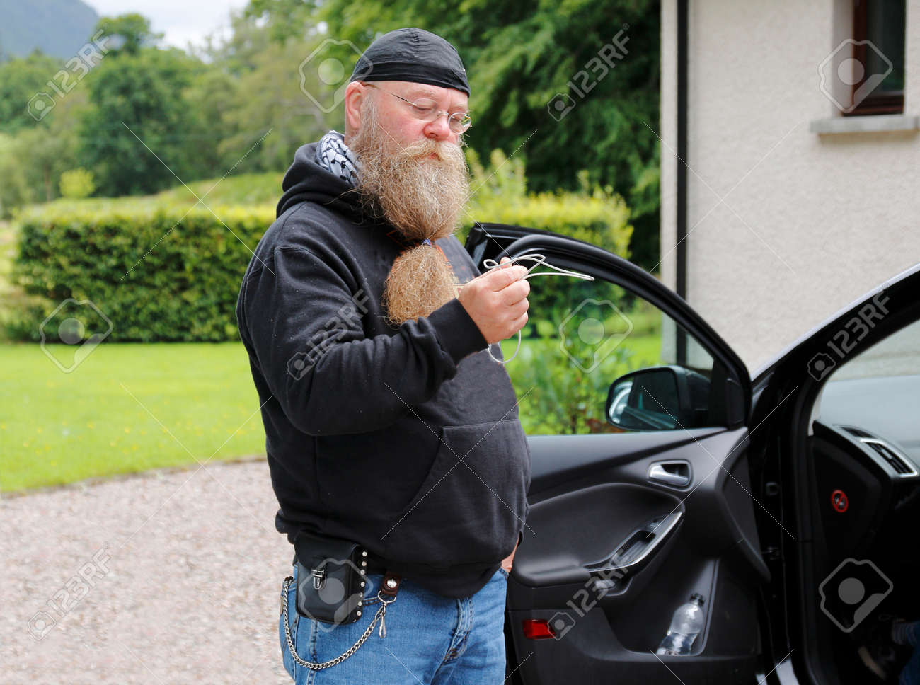 Man of middle age with long beard standing questioningly before an open car door Stock  sc 1 st  123RF.com & Man Of Middle Age With Long Beard Standing Questioningly Before ...