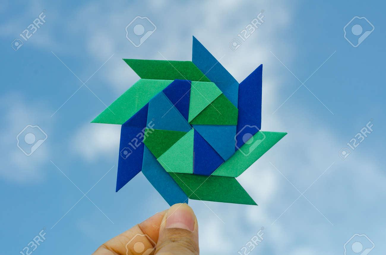 Satz Von Hand Gezeichneten Papier Origami Vögel Auf Dem Blauen Stock Vektor  Art und mehr Bilder von Asiatisch - iStock | 861x1300