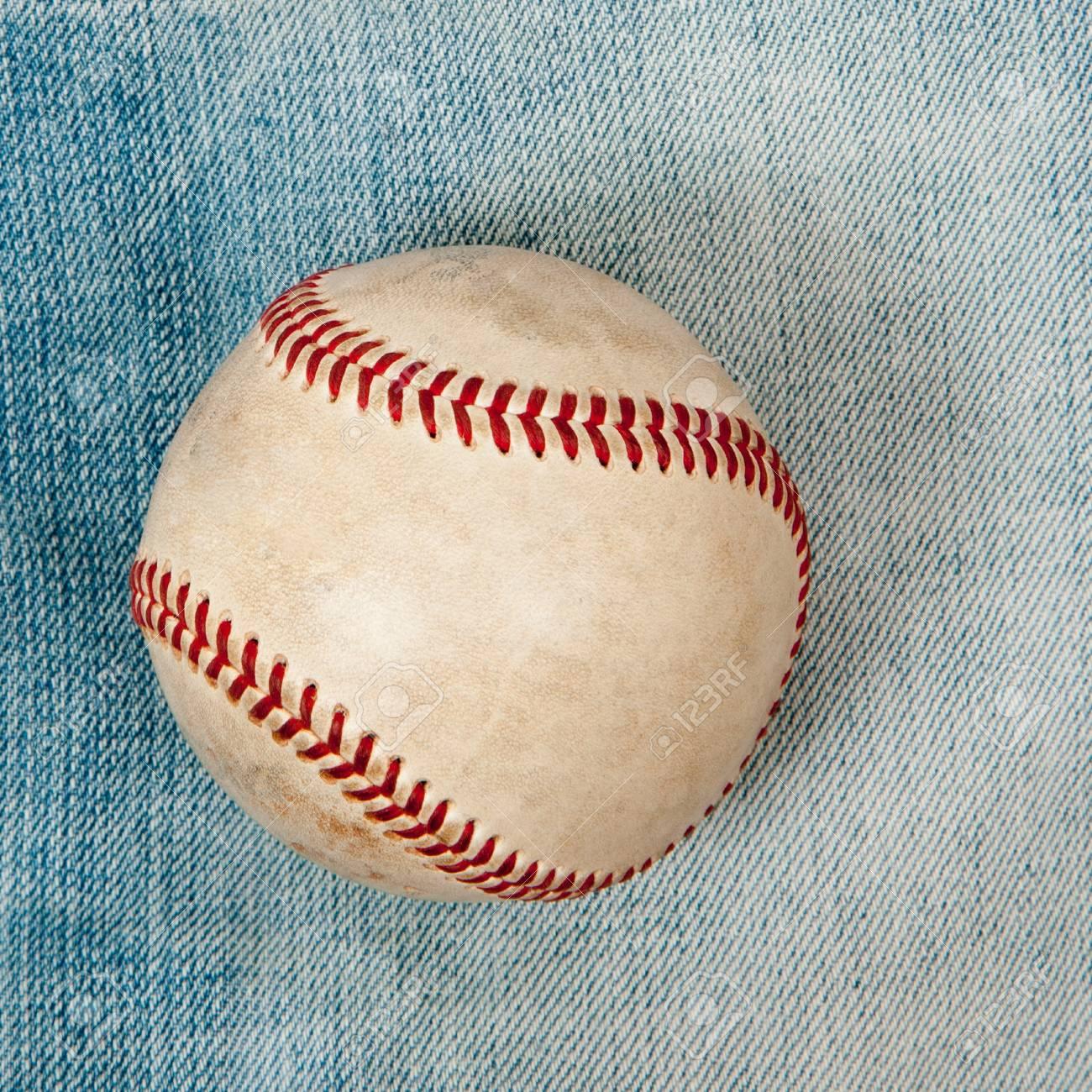 Baseball laying on green grass Stock Photo - 18902887