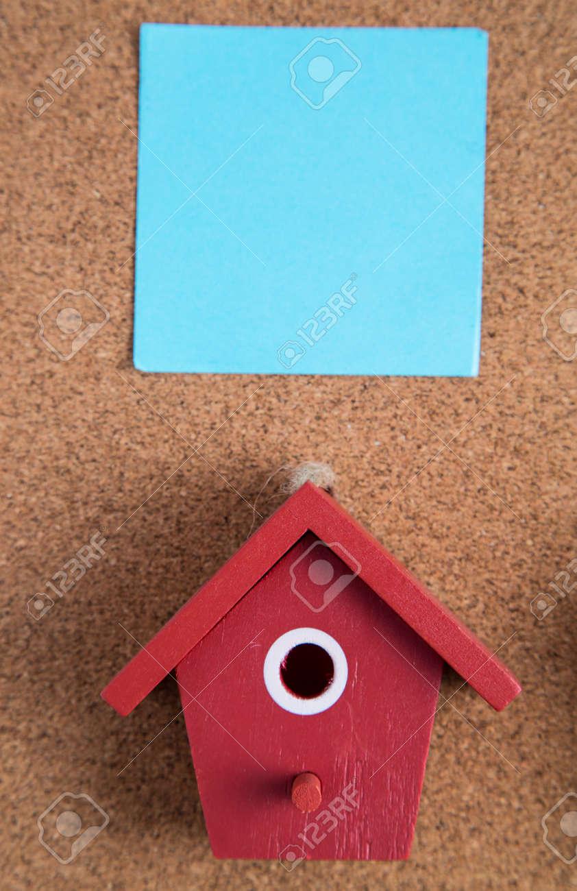 Haus Auf Der Holzplatte Für Fügen Sie Ihren Text Und Design ...