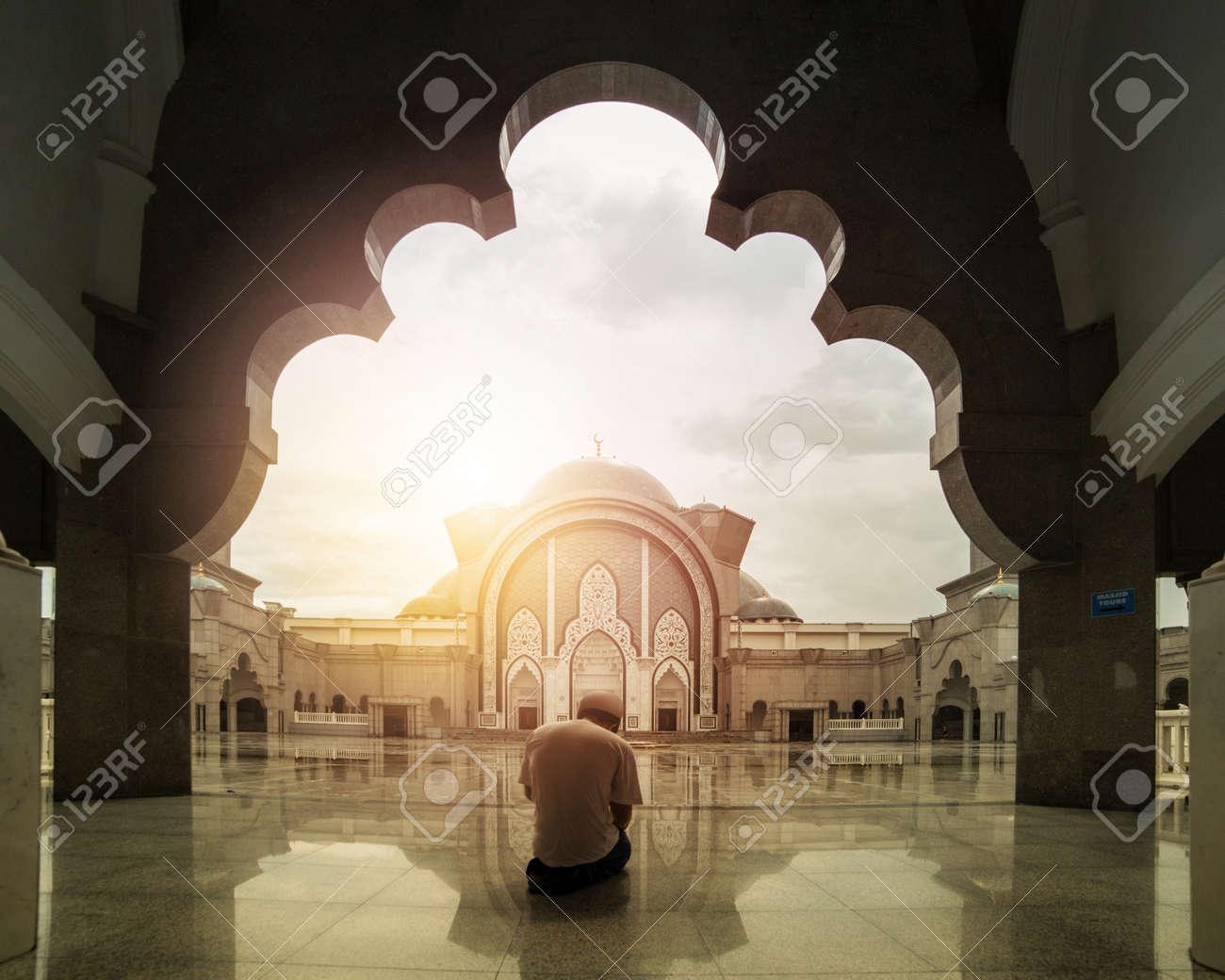 Malaysia muslim people pray in Mosque Wilauah Kuala lumpur. - 60438677