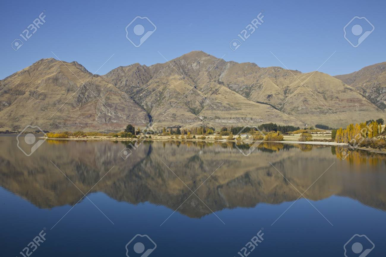 Mountain reflection of the southern alps in New Zealand Stock Photo - 17208090