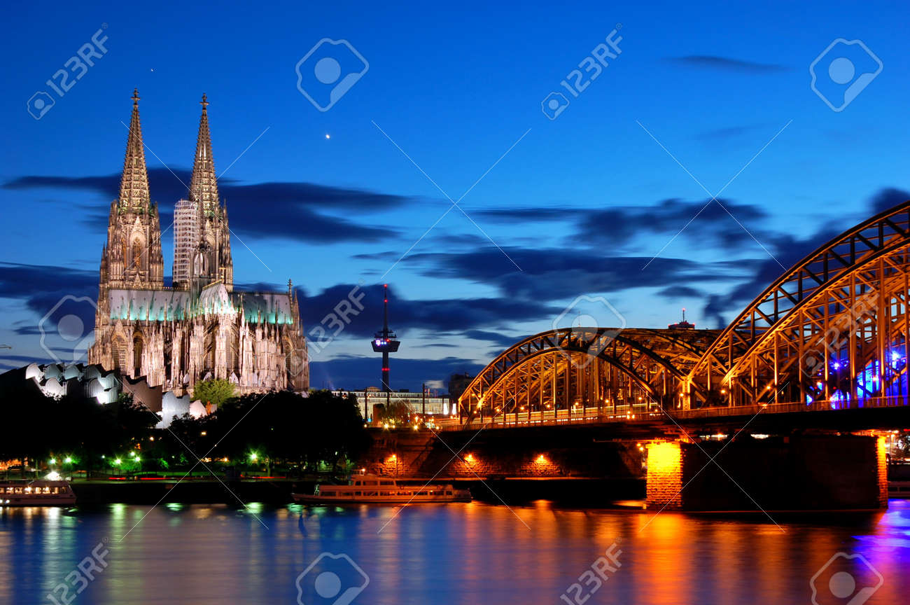 Cathedral and Hohenzollern Bridge -  Cologne/Köln, Germany Standard-Bild - 8667900