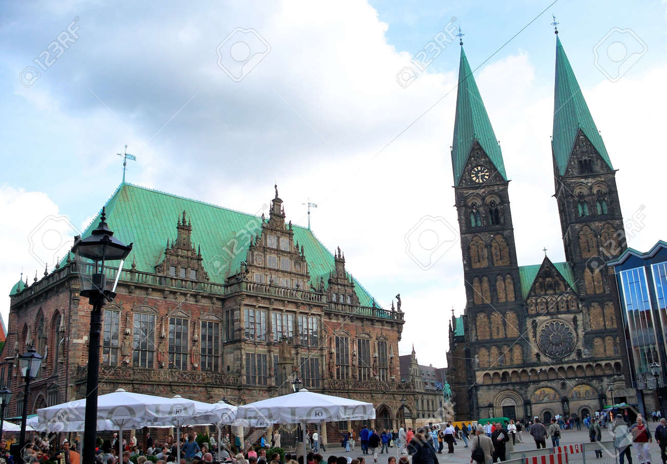 City Hall and St.Peter's Cathedral - Bremen, Germany Standard-Bild - 9102164