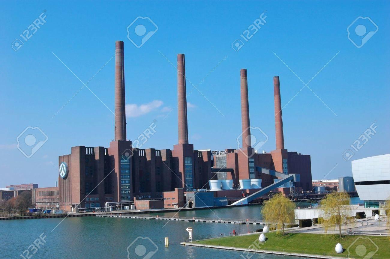 Mittelland Canal and Thermal Power Plant - Wolfsburg, Germany Standard-Bild - 9102060