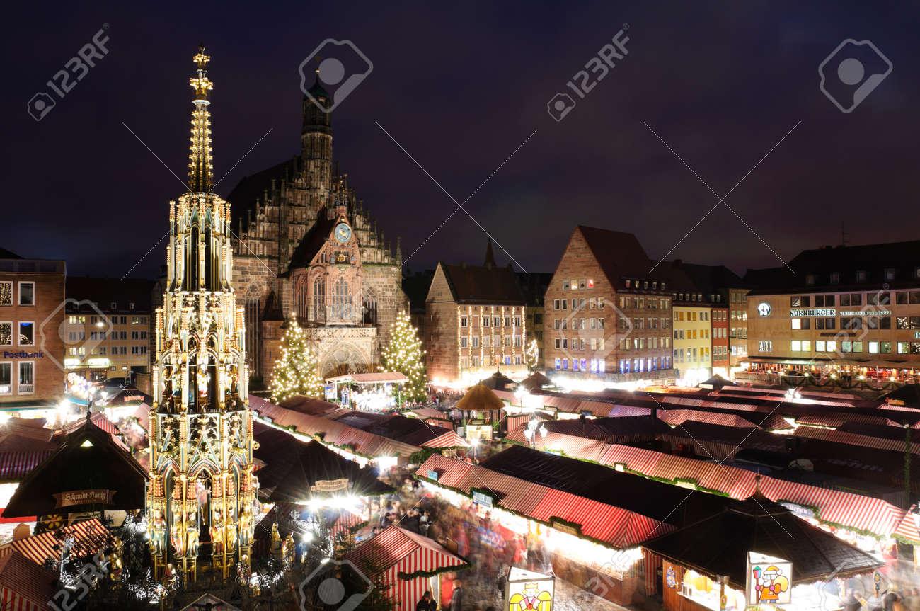 Christkindlesmarkt in Nürnberg/Nürnberg, Deutschland Standard-Bild - 9743745