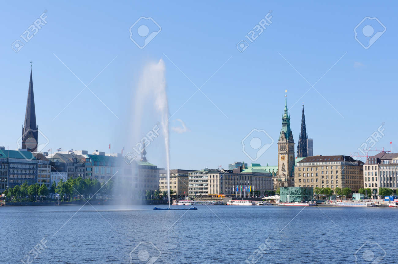 Old city of Hamburg and the Alster Standard-Bild - 23185341