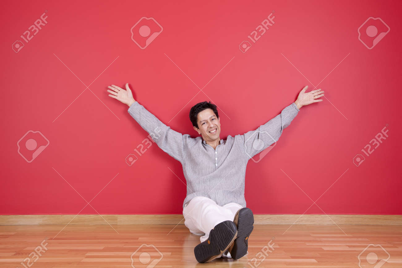 young men relaxing in the floor of his new house Stock Photo - 11017722