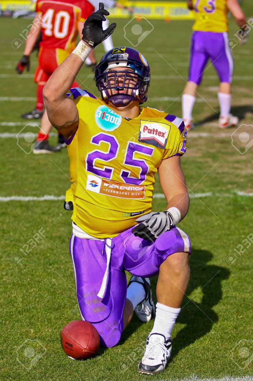 VIENNA, AUSTRIA - MARCH 28 Vienna Vikings beat St. Poelten Invaders in an AFL-season game 56-16 on March 28, 2010. Shown is RB Josiah Cravalho (Vikings #25). Stock Photo - 8465299