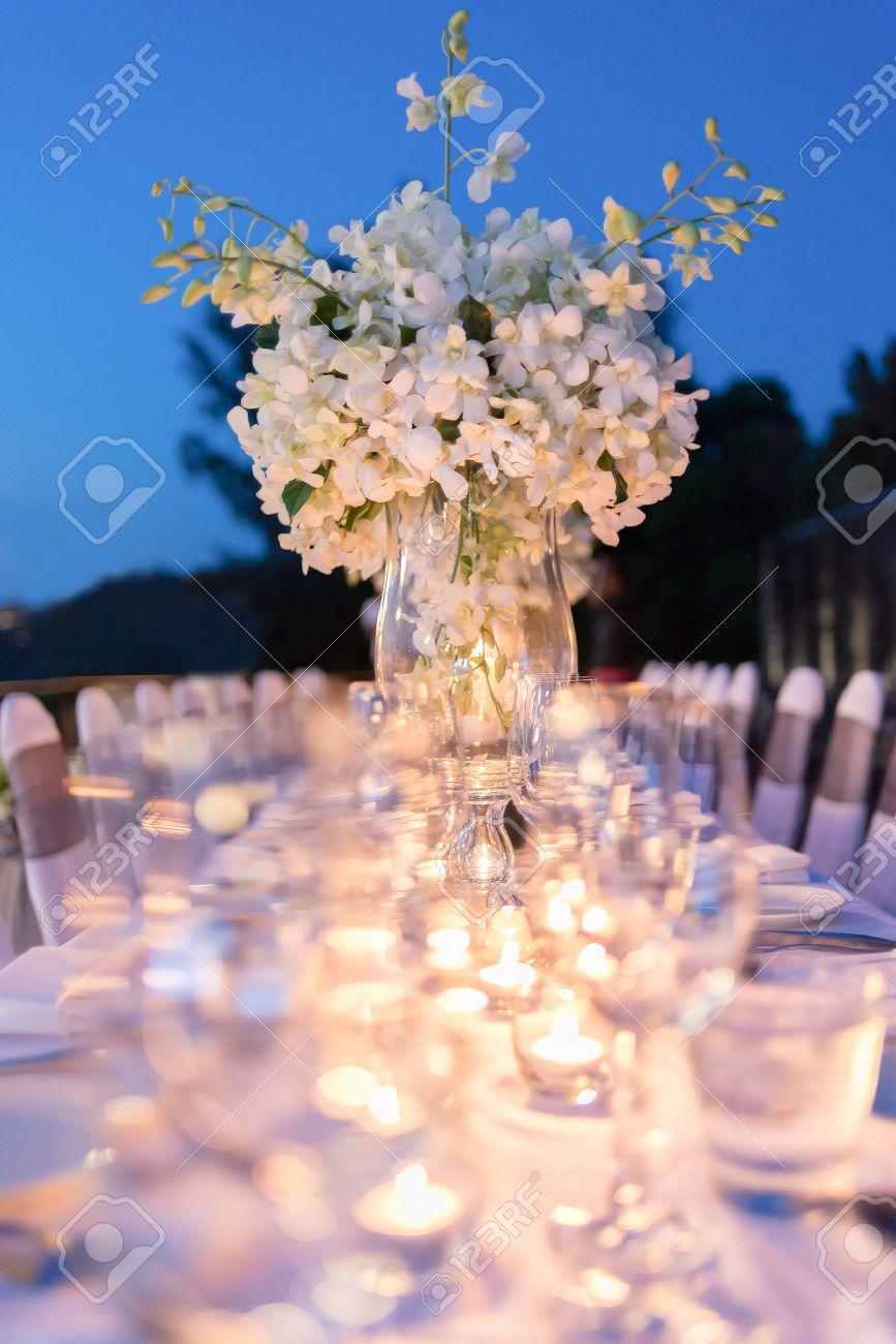 Configuracion De La Cena Romantica Decoracion Con La Luz De La Vela - Cena-romantica-decoracion