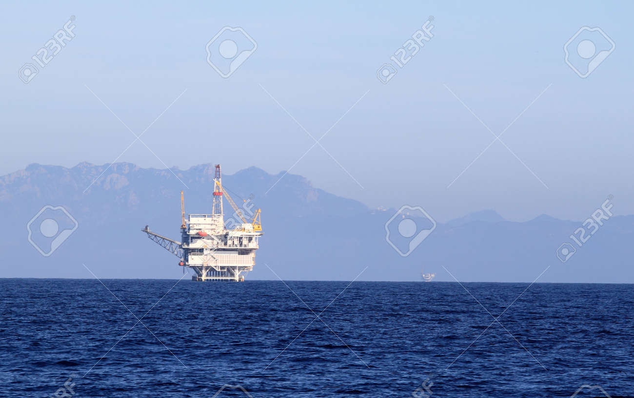 an offshore oil drilling platform near Ventura California Stock Photo - 6450132