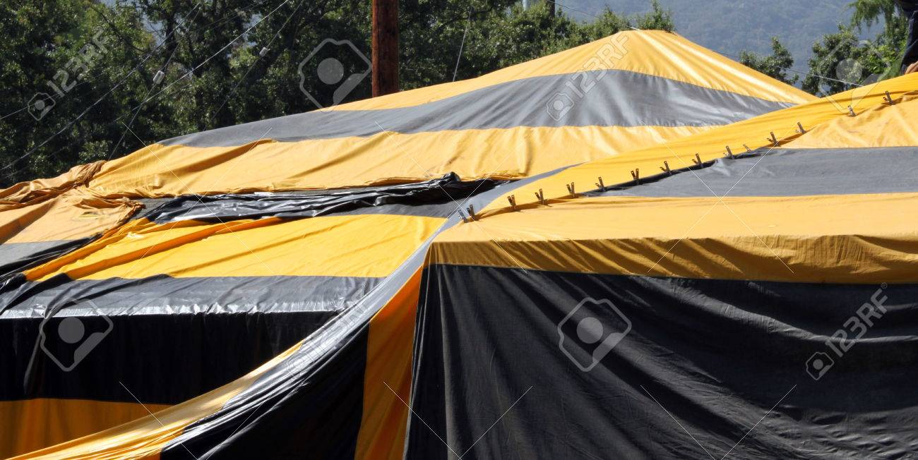 Black and yellow termite fumigation tent over an house. Stock Photo - 35035307 & Black And Yellow Termite Fumigation Tent Over An House. Stock ...