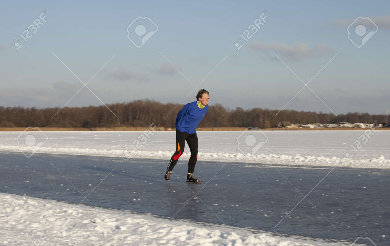 THE NETHERLANDS-FEB 9: Dutch ice skater practices for the famous 150 kilometer Noorderrondrit  on natural ice on february 9, 2012 in Groningen. This february  temperatures dropped in the netherlands to an exceptionally low - 20 �C Stock Photo - 12257970