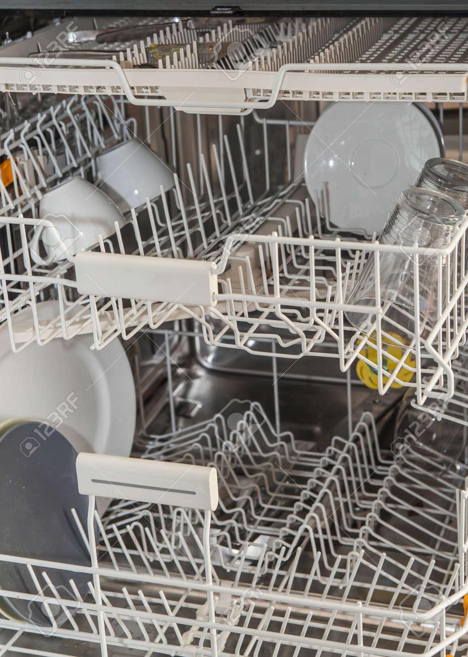 Nettoyer Interieur Lave Vaisselle intérieur de presque vide lave-vaisselle