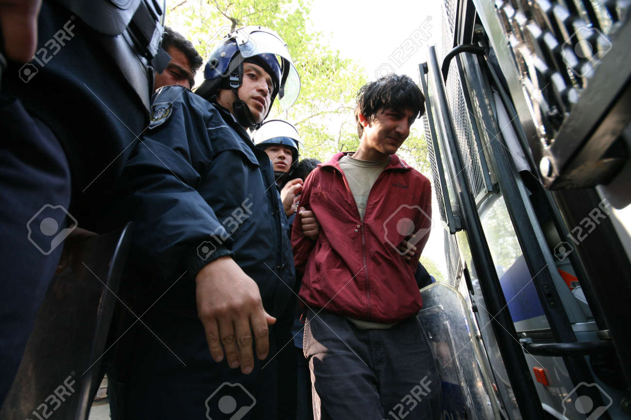 ISTANBUL, TURKEY - MAY 1  The demonstrators who are against to prohibition of 1 May celebration were arrested by the police on May 1,2007 in Istanbul,Turkey Stock Photo - 16628647